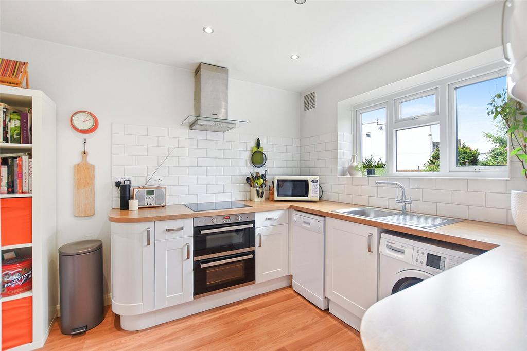 2 Bedrooms Flat for sale in St. John's Court, 40 Harvey Road, London, E11