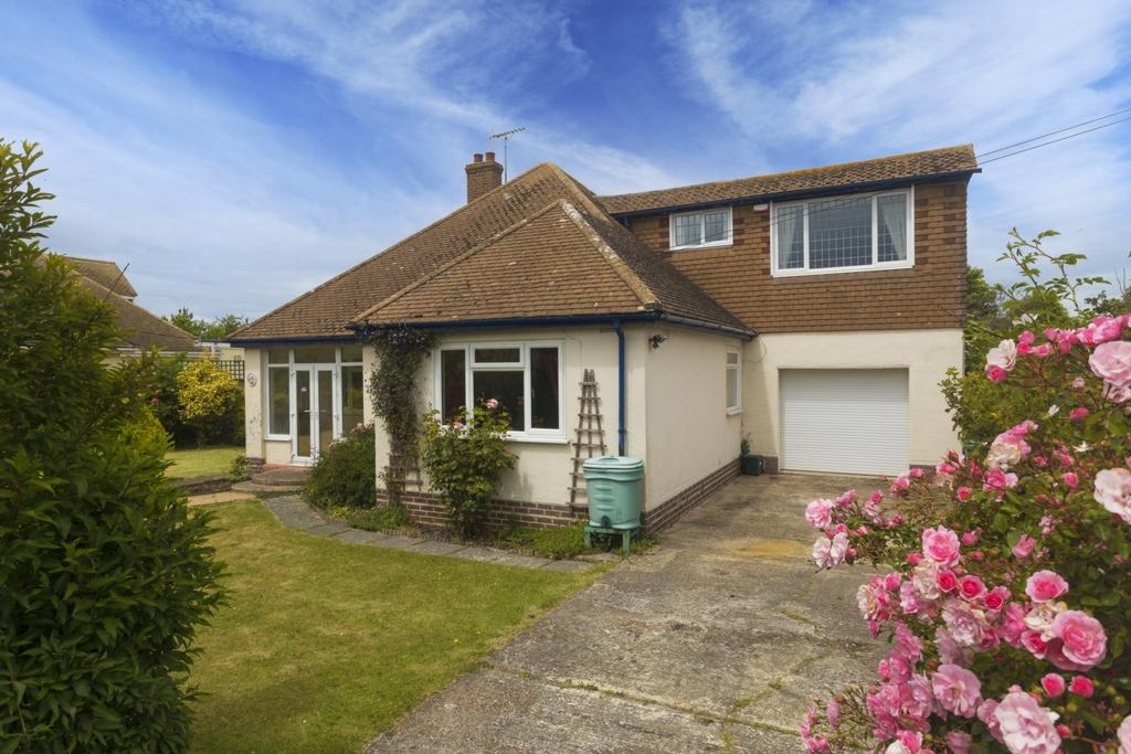 4 Bedrooms Detached House for sale in Kingsway, Dymchurch, TN29