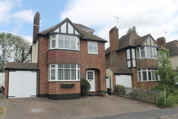 4 Bedrooms Detached House for sale in Tudor Drive, Oadby, Leicester, LE2