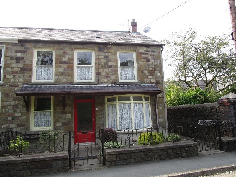 3 Bedrooms Semi Detached House for sale in Heol Giedd , Ystradgynlais, Swansea.
