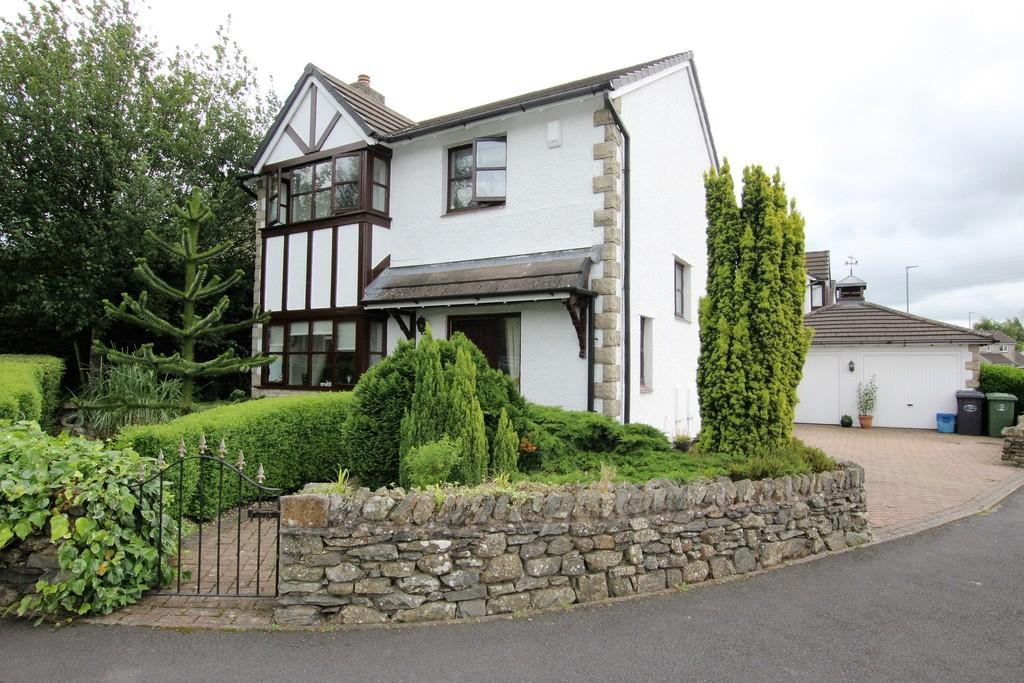 4 Bedrooms Detached House for sale in 123 Valley Drive, Kendal