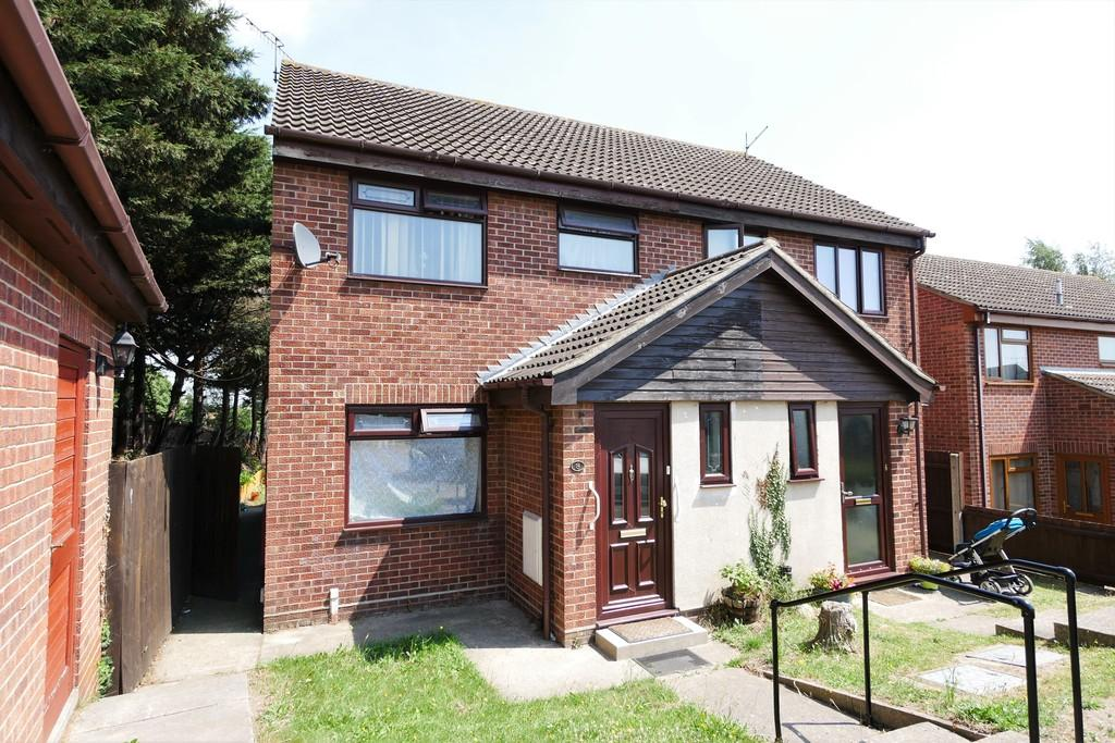 3 Bedrooms Semi Detached House for sale in Archangel Gardens, Ipswich