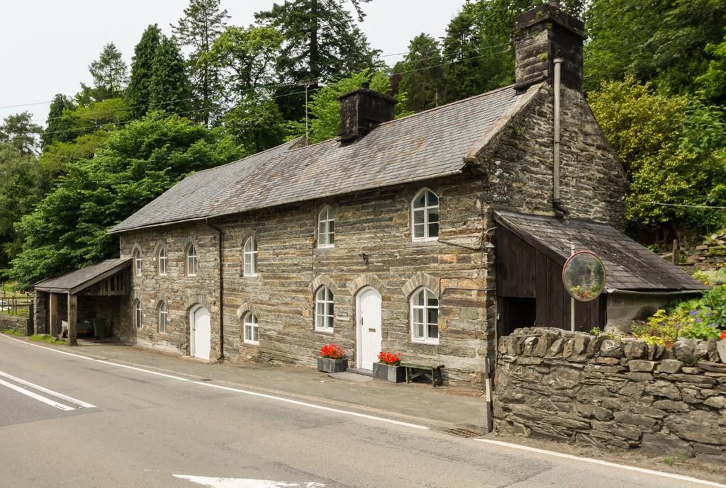 2 Bedrooms Detached House for sale in Tan-Y-Bwlch, Blaenau Ffestiniog, North Wales
