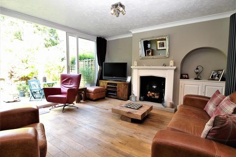 3 bedroom semi-detached house for sale - Chart Close, Bromley