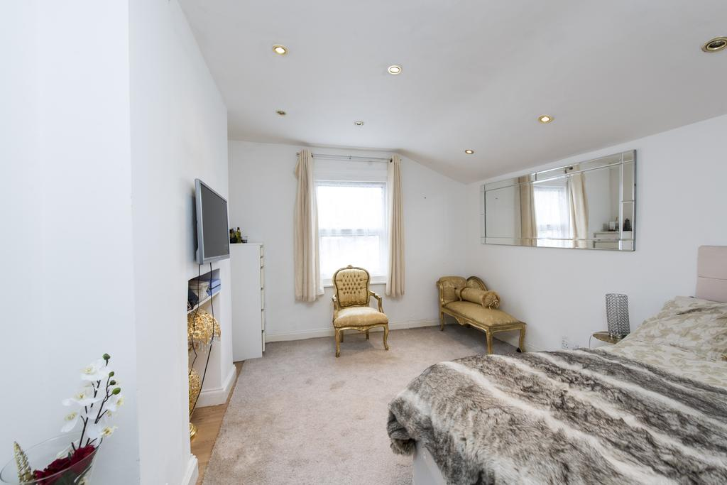 Studio Flat for sale in Mirabel Road, SW6