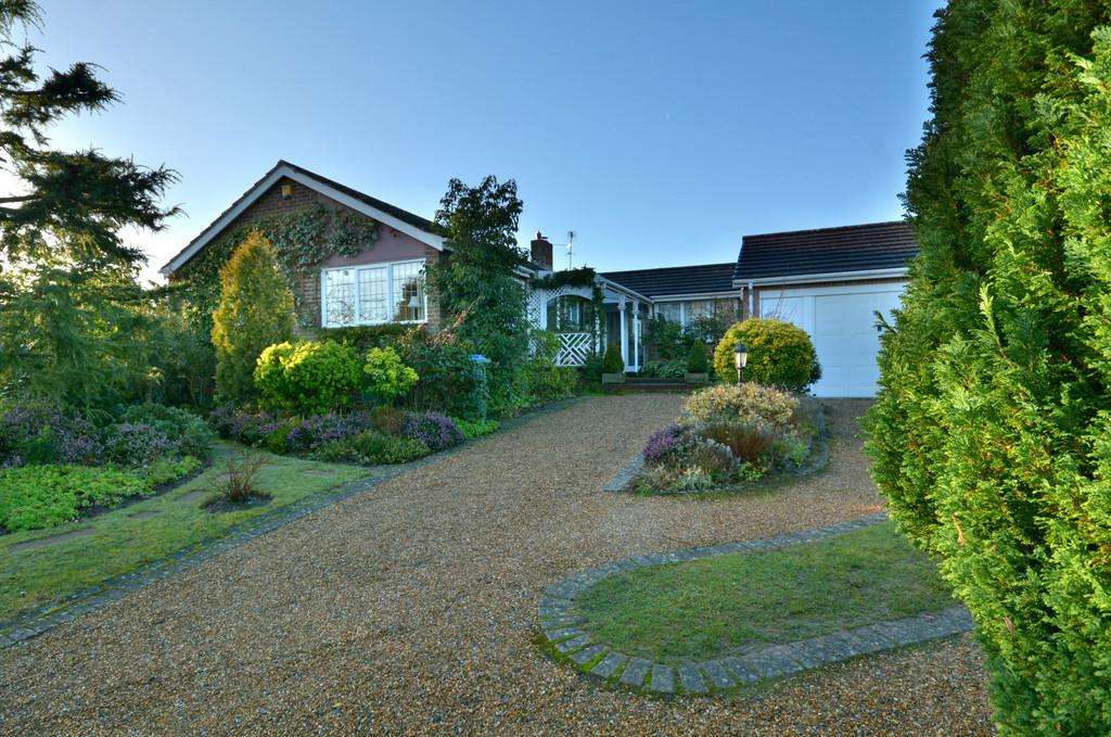 3 Bedrooms Detached Bungalow for sale in Coldwaltham