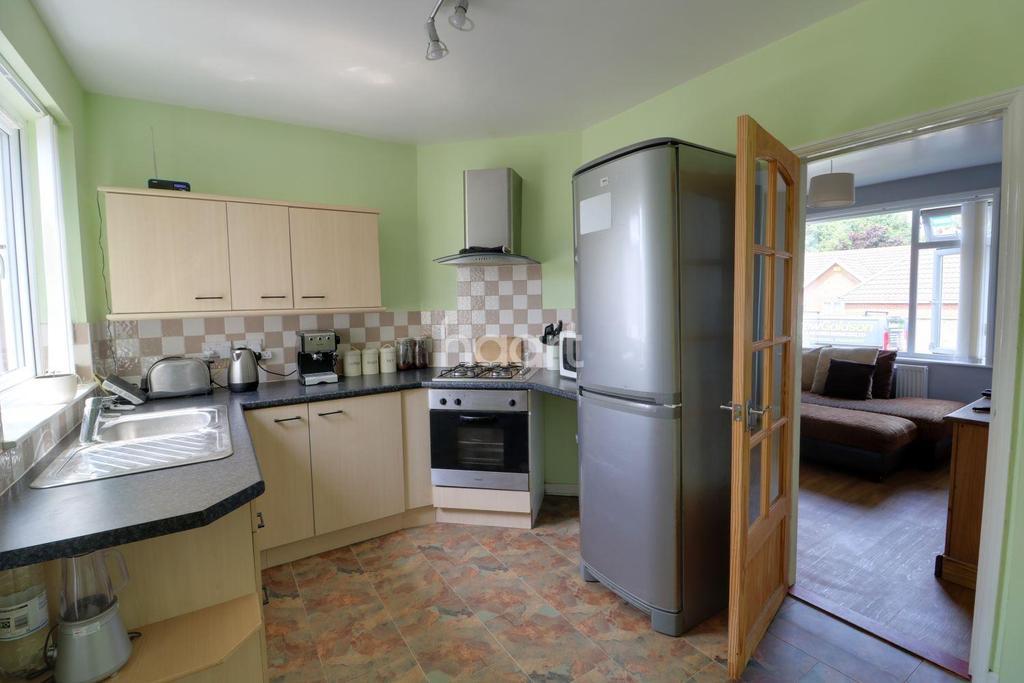 3 Bedrooms Semi Detached House for sale in Stradbroke Road, Pakefield