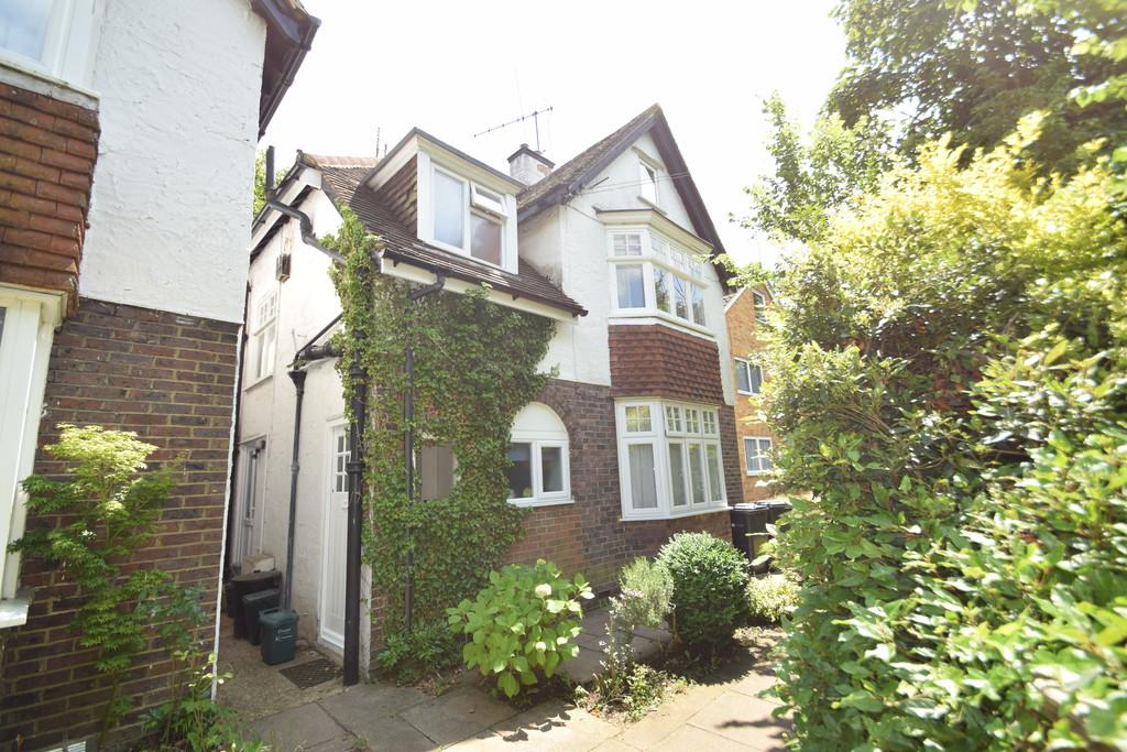 1 Bedroom Apartment Flat for sale in Shalford Road, Guildford GU4 8BL