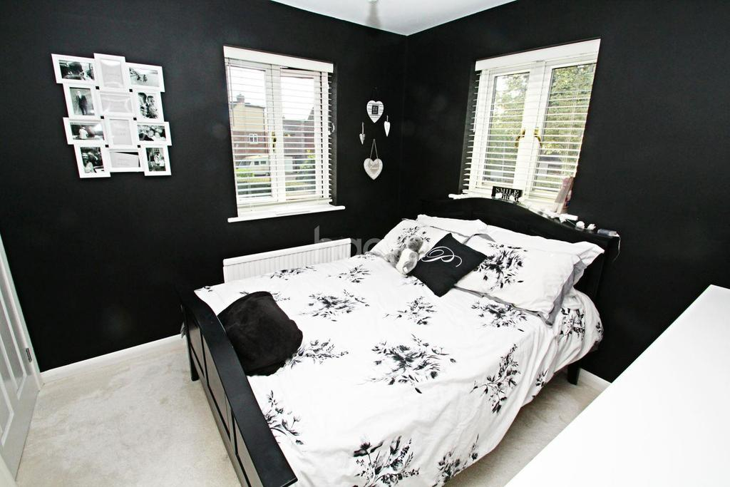 3 Bedrooms Semi Detached House for sale in Hopkins Mead, Chelmsford