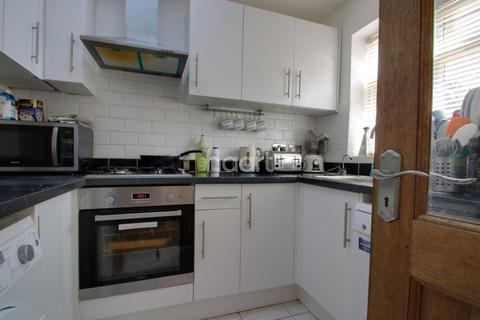 3 bedroom semi-detached house for sale - Dunmow Close, Loughton, IG10