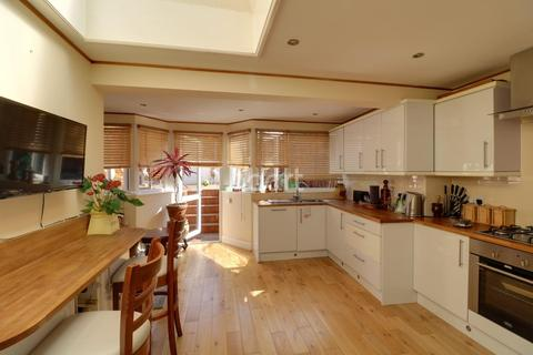 2 bedroom semi-detached house for sale - Tottenhall Road, Palmers Green, N13