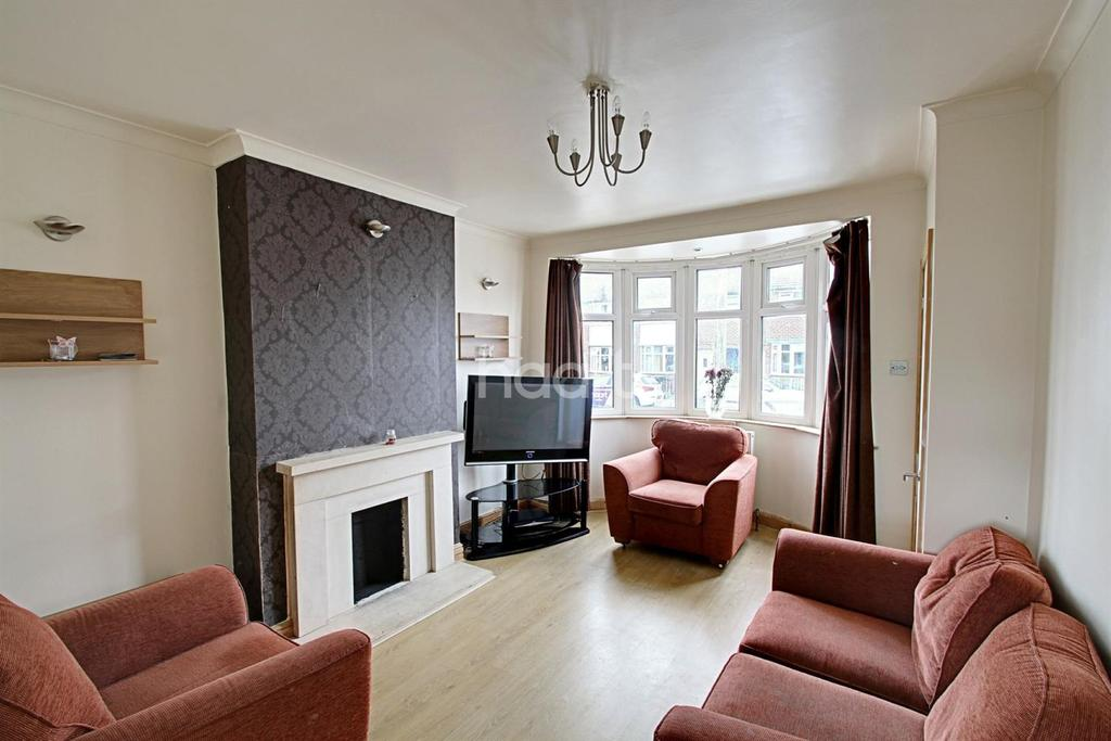 3 Bedrooms Terraced House for sale in Abbey Drive, Leicester
