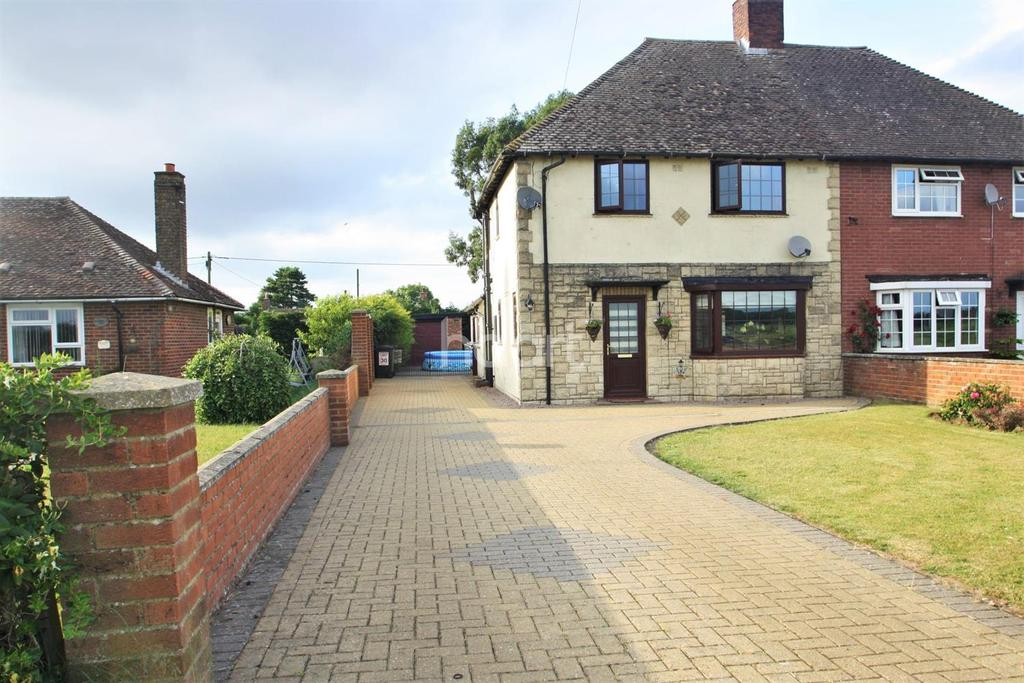 3 Bedrooms Semi Detached House for sale in Church Close, Pentney