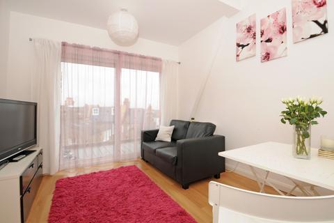 2 bedroom flat to rent - Leopold Road Wimbledon SW19
