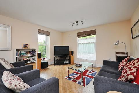 2 bedroom flat to rent - The Courtyard Alt Grove