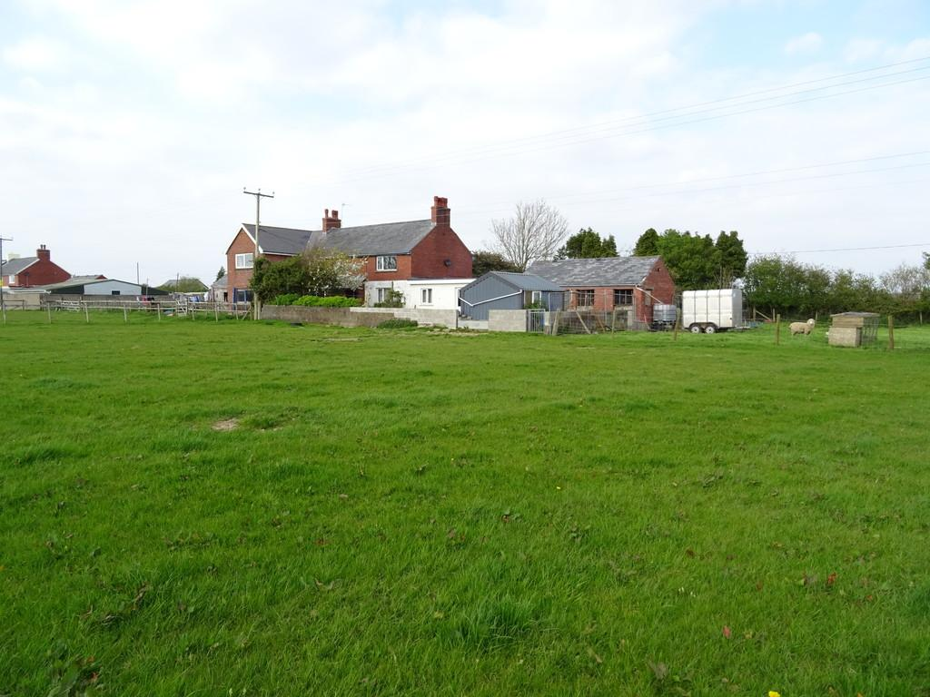 3 Bedrooms Land Commercial for sale in 18 New Barn Holdings