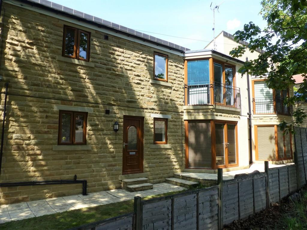 3 Bedrooms Ground Flat for sale in Scott Lane, Riddlesden