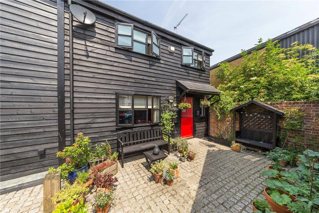 2 Bedrooms Semi Detached House for sale in Saracens Mews, High Street, Redbourn, St. Albans