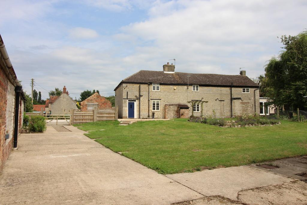 4 Bedrooms Farm House Character Property for sale in Folkingham Road, Pickworth