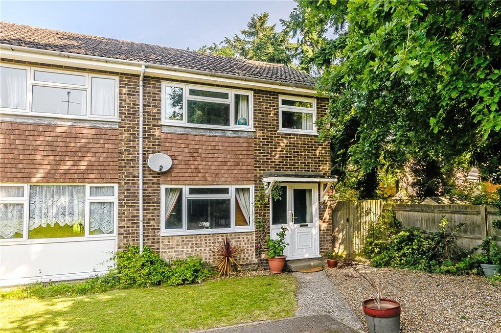 3 Bedrooms Semi Detached House for sale in Kempton Close, Newbury, Berkshire, RG14