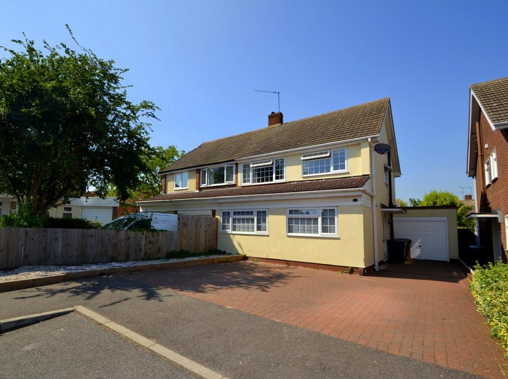 3 Bedrooms Semi Detached House for sale in Hollywood Close, Chelmsford