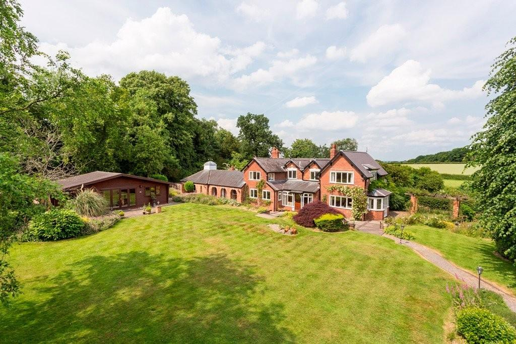 5 Bedrooms Detached House for sale in Stoneywell Lane, Longdon
