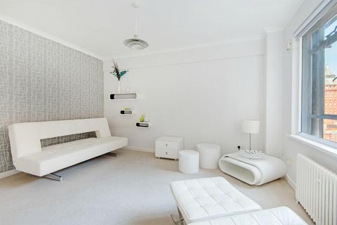 Studio to rent - Paramount Court, WC1E