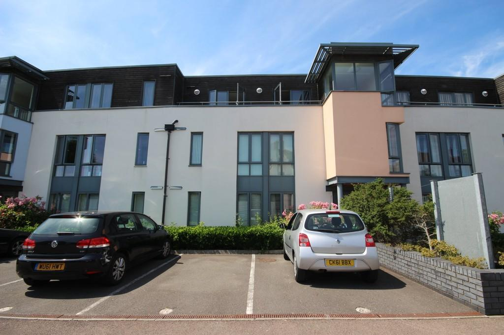 2 Bedrooms Ground Flat for sale in Samuels Crescent, Whitchurch , Cardiff