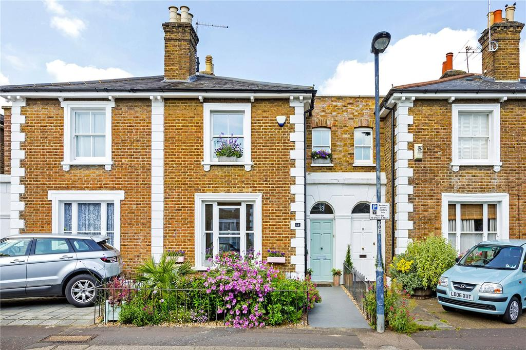 2 Bedrooms Terraced House for sale in Shaftesbury Road, Richmond, Surrey, TW9