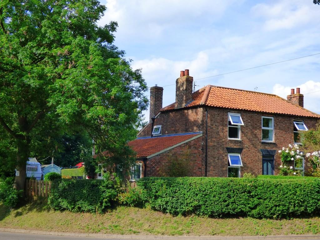 2 Bedrooms Semi Detached House for sale in Middle Street, North Kelsey