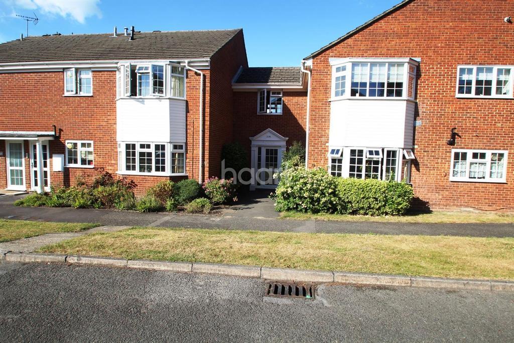 2 Bedrooms Flat for sale in Bearwood Gardens, Fleet