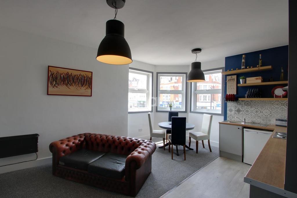 5 Bedrooms Flat for sale in Westcliff-on-sea