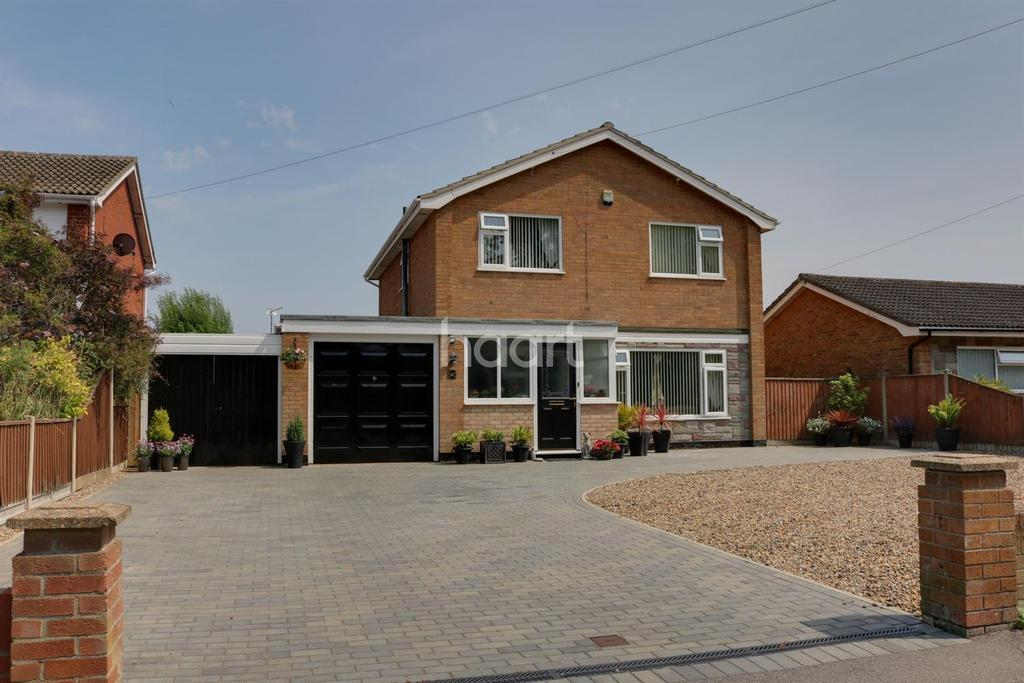 4 Bedrooms Detached House for sale in Gunton, Lowestoft