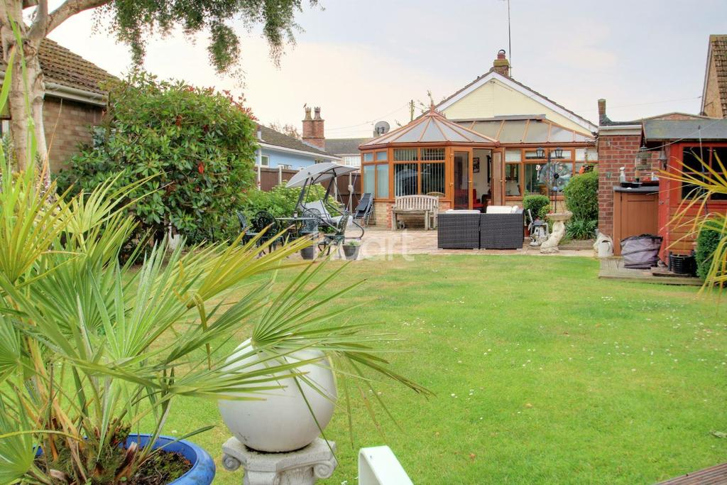 3 Bedrooms Bungalow for sale in Point Clear Road, St Osyth