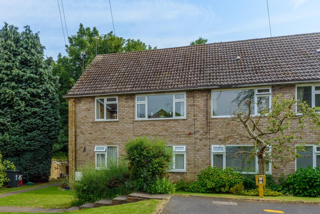 2 Bedrooms Apartment Flat for sale in Denton Close, Kenilworth