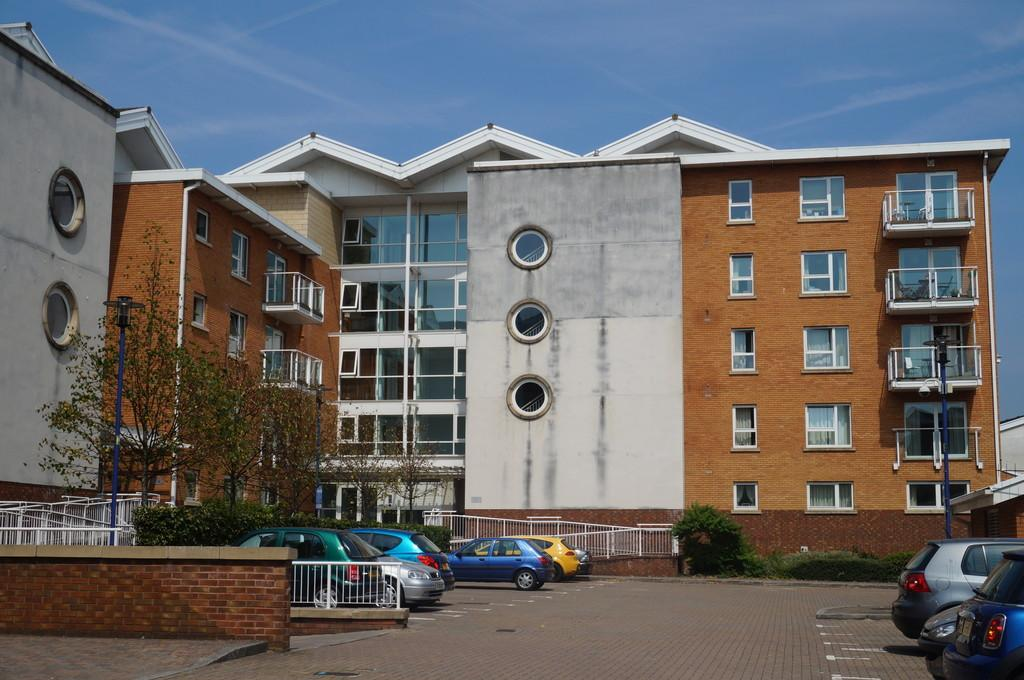 2 Bedrooms Apartment Flat for sale in Lisbon House, Taliesin Court, Cardiff Bay