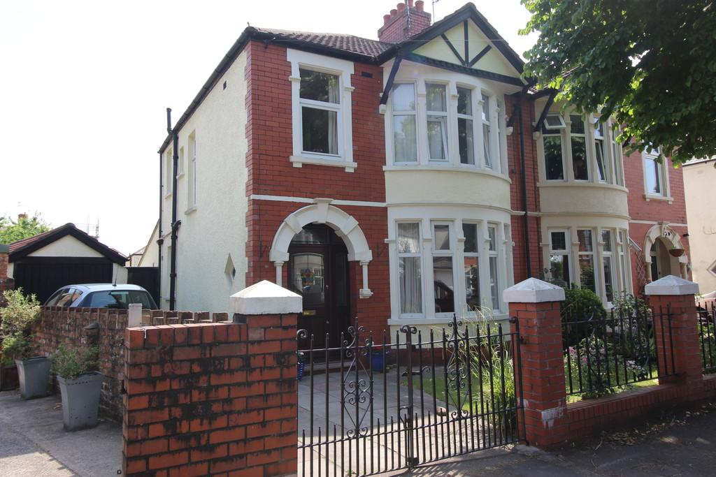 3 Bedrooms Semi Detached House for sale in St. Augustine Road, Heath