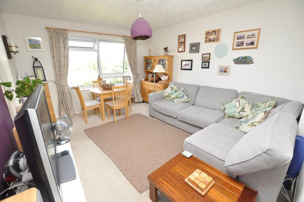 2 Bedrooms Apartment Flat for sale in Hareward Road, Merrow