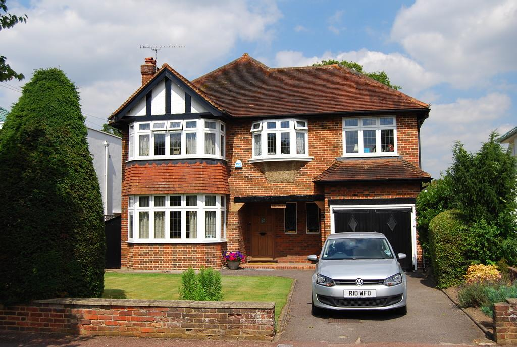 5 Bedrooms Detached House for sale in The Drive, Esher