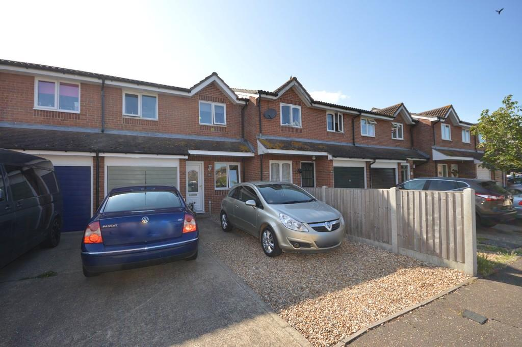 3 Bedrooms Terraced House for sale in Campernell Close, Brightlingsea