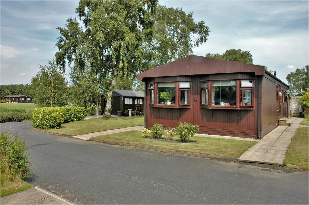 2 Bedrooms Park Home Mobile Home for sale in Alpine Crescent, The Elms, Torksey, Lincoln