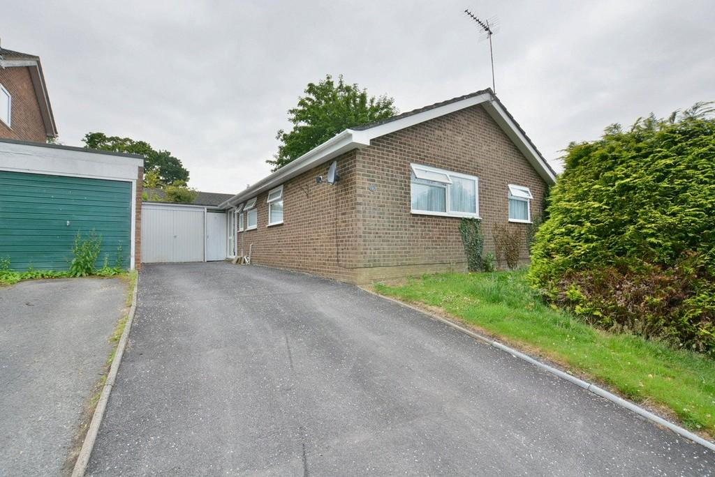 3 Bedrooms Detached Bungalow for sale in Pine Road, Alderholt