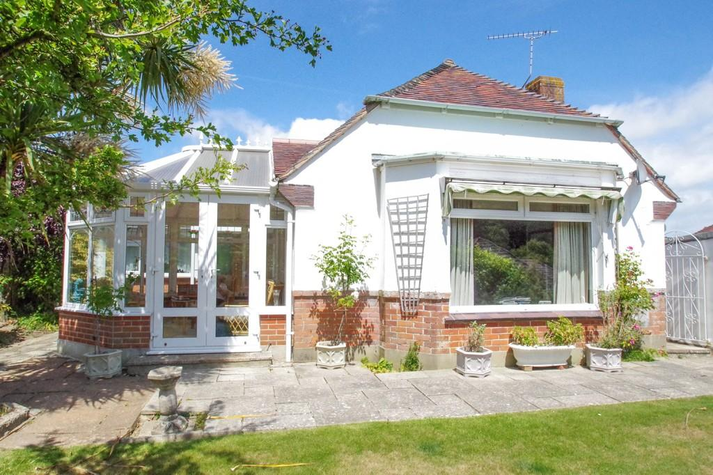 3 Bedrooms Detached Bungalow for sale in Hungerberry Close, Shanklin