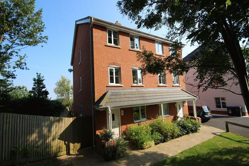 4 Bedrooms Semi Detached House for sale in Cedar Avenue, Haywards Heath, West Sussex