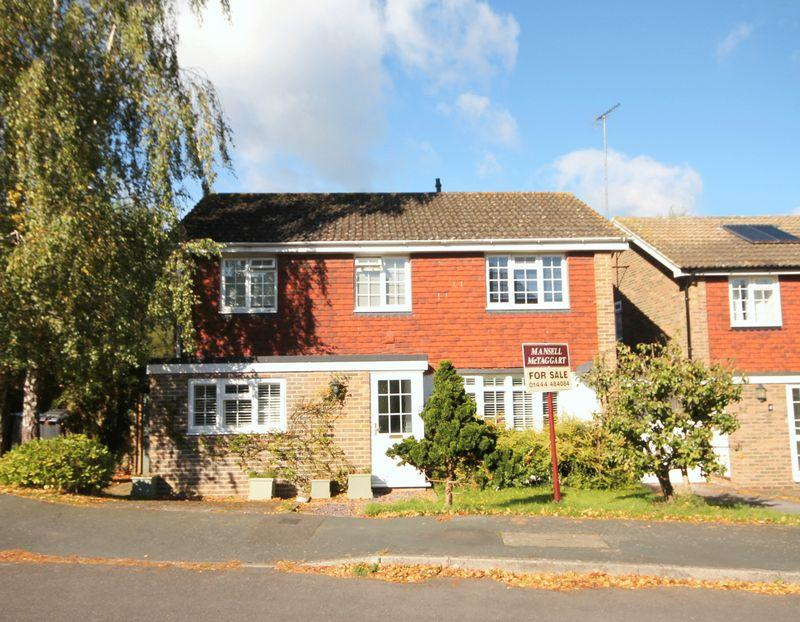 4 Bedrooms Detached House for sale in Grey Alders, Lindfield, West Sussex