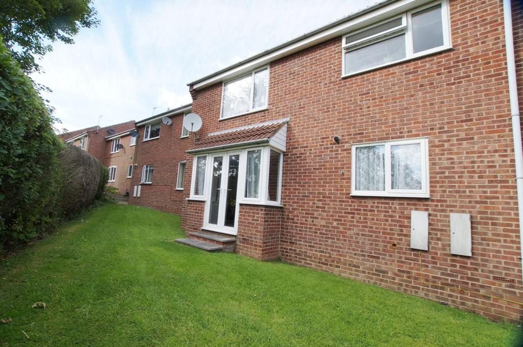 2 Bedrooms Apartment Flat for sale in Caburn Close, Scarborough