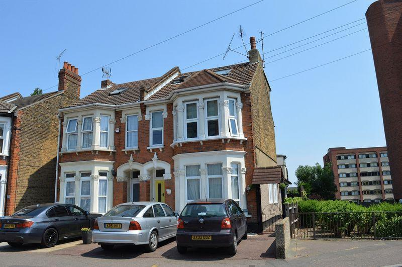 3 Bedrooms Apartment Flat for sale in Sutton Road, Southend-On-Sea