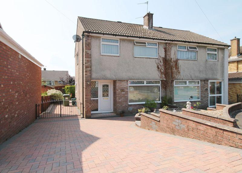 3 Bedrooms Semi Detached House for sale in Castleford Close, Gwaun Miskin, Beddau, CF382RW