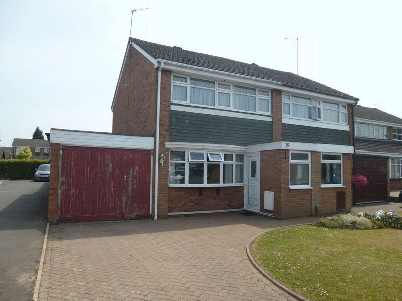 3 Bedrooms Semi Detached House for sale in Montrose Drive, Nuneaton