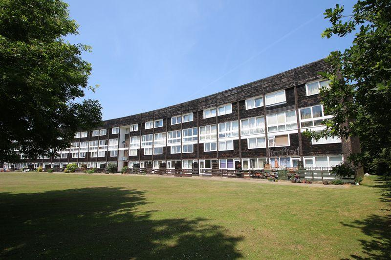 2 Bedrooms Maisonette Flat for sale in Hailey Place, Cranleigh